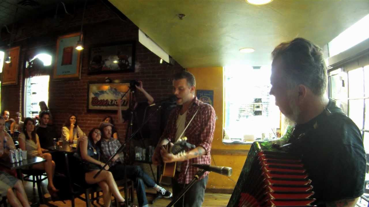 lucero-hey-darlin-do-you-gamble-acoustic-ben-nichols-and-rick-steff-at-illegal-petes-illegalpetes