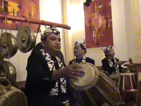 Bonang, Gamelan Java - YouTube
