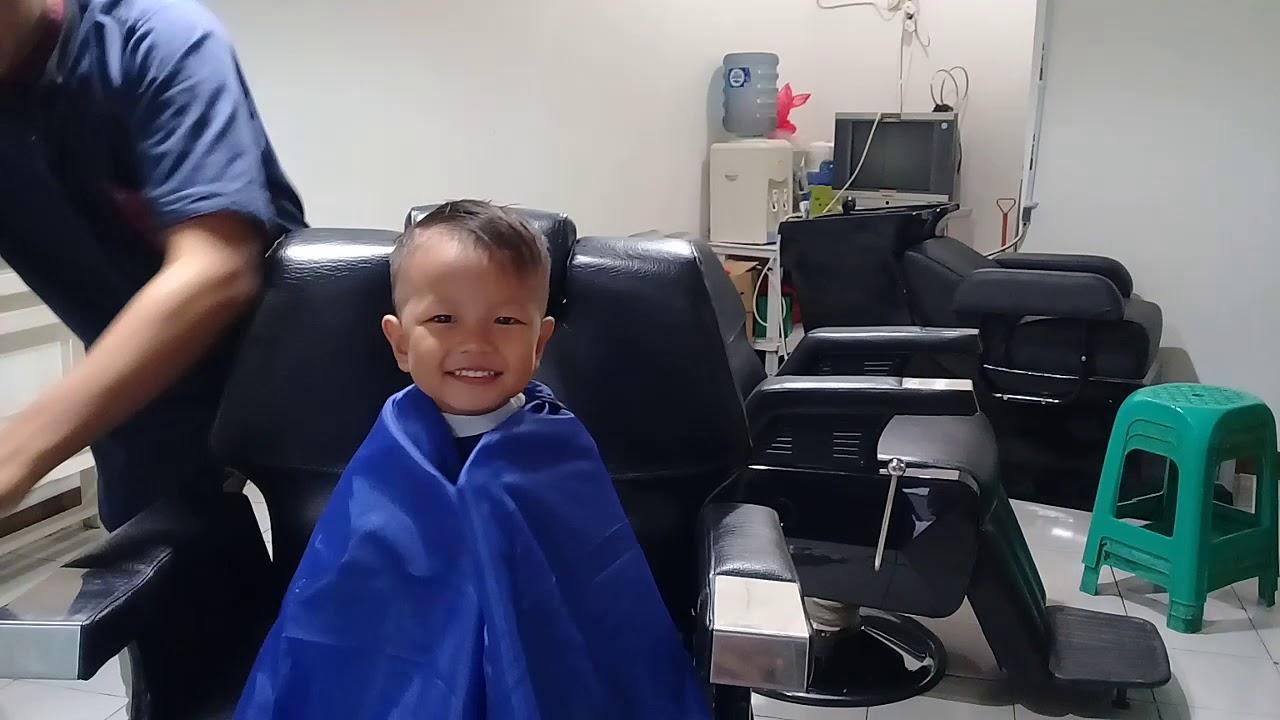 Potong Rambut Di Barbershop - YouTube
