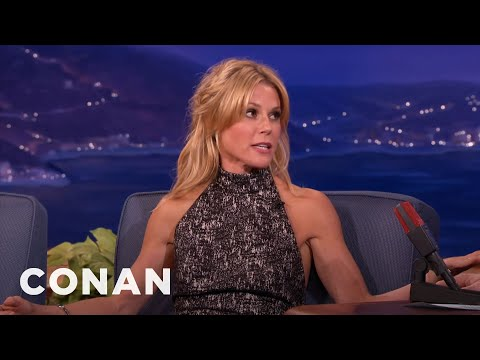 Julie Bowen's Sons Love Her Boobs thumbnail