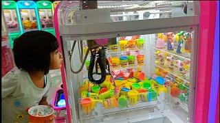 Icip-icip es krim Roll Hulala dan bermain TimeZone di mall - Playground Indoor