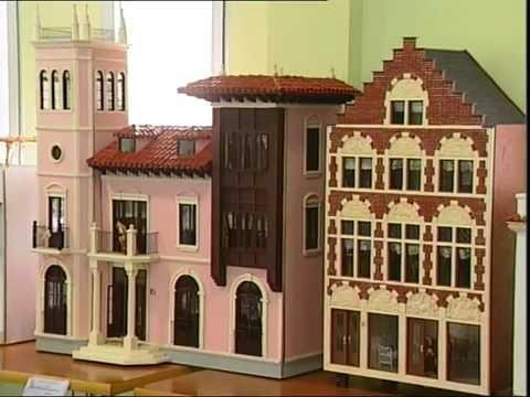 Un matrimonio de torremendo elabora durante 20 a os unas impresionantes casas de mu ecas youtube - Casa de munecas you and me ...