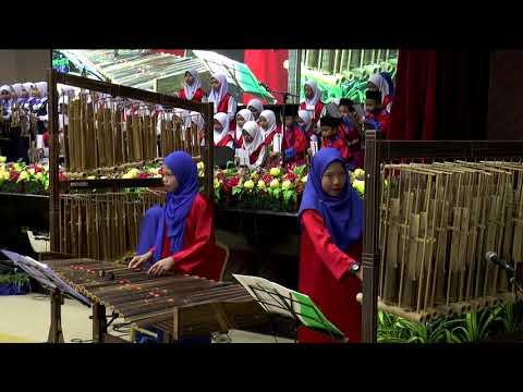 Persembahan angklung majlis karnival muzik dan seni tari