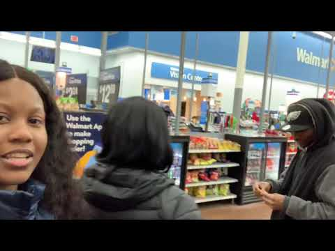 Girl gets her wig snatched in Walmart 😂 Mp3