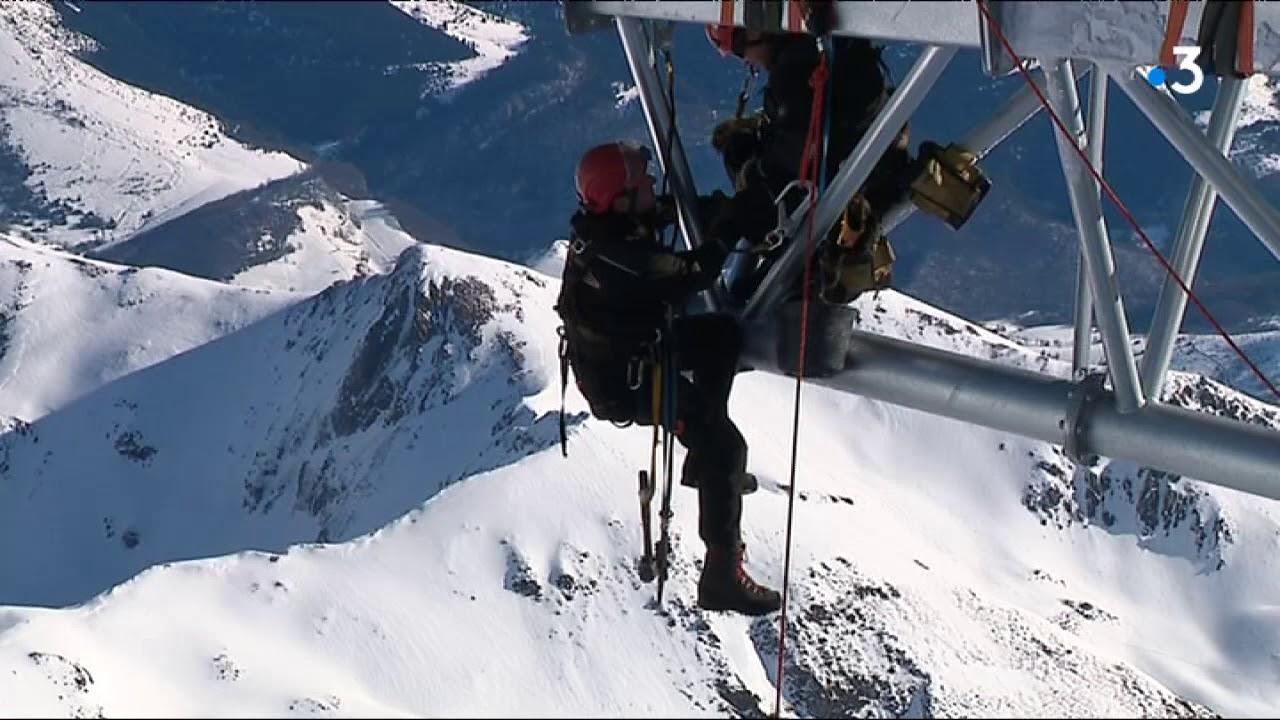 Pyrénées : la pose du ponton dans le ciel au Pic du Midi
