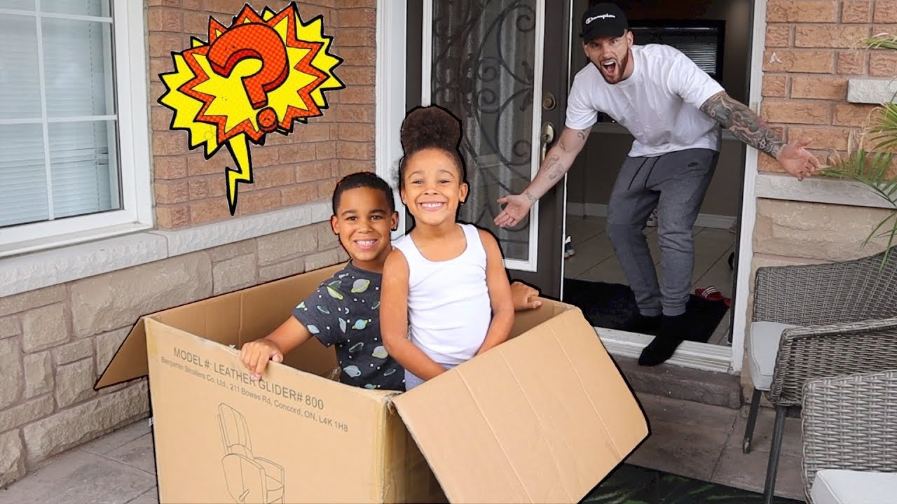 Giant Special Delivery Prank on Daddy! Kids Pretend Play | FamousTubeKIDS