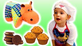 Кирилл готовит кексы с Орео. Готовим вместе. 3 year old cooking oreo cupcakes. KuSaNiKi