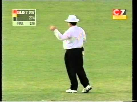 Stuart Law 102 vs Pakistan 1999/00 Allan Border Field