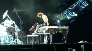 X JAPAN 「Born To Be Free」YOSHIKI「獅子山下」 (04.11.2011 World Tour Live in Hong Kong)