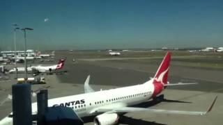 Video Qantas A330-200 taking off at Sydney International Airport download MP3, 3GP, MP4, WEBM, AVI, FLV Juli 2018