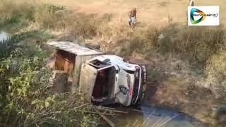 Bankura road accident /তালডাংরায় নিয়ন্ত্রণ  হারিয়ে  পিকআপ ভ্যান উল্টে আহত চালক ও খালাসী।