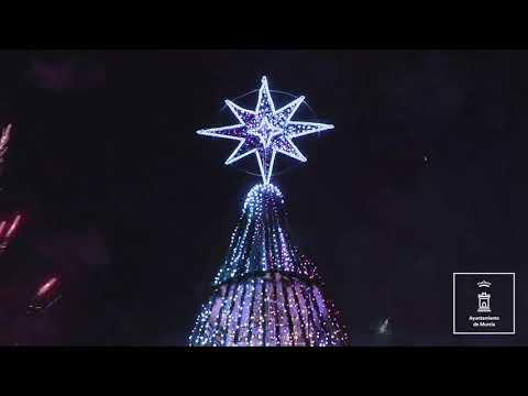 La Navidad de Murcia brilla con el encendido del gran Árbol de la Circular.