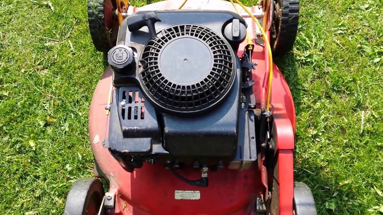 Klippo Lawn Mower Changing Oil With Suction Pump