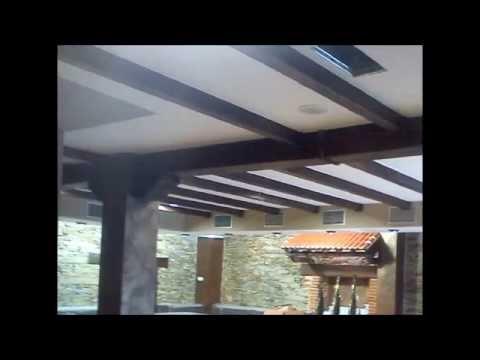 Montaje vigas decorativas huecas de madera youtube for Vigas decorativas huecas