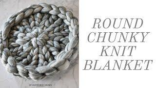 $10-$20 ROUND CHUNKY KNIT BLANKET | DIY NEWBORN PHOTOGRAPHY BASKET STUFFER | CHEAP FAUX MERINO WOOL