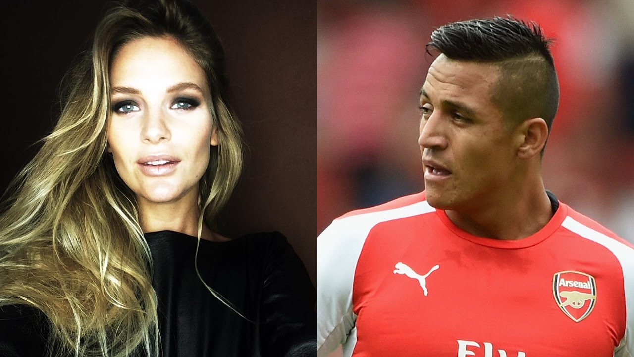 top 20 football players hot girlfriends & wives (wags) | ronaldo