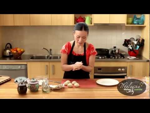 Poh Ling Yeow cooking Malaysian Nyonya Chicken Curry and Roti Canai