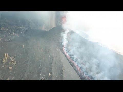 شاهد: انبعاث الدخان والرماد وتدفق الحمم البركانية من بركان كومبر فيخا في جزيرة لا بالما في الكنار…  - نشر قبل 3 ساعة