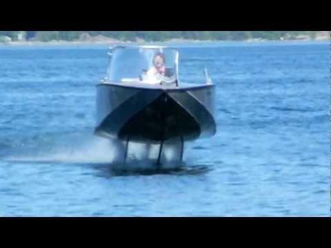 Elektrofoil FOILTWISTER hydrofoil boat flying and landing