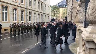 L'arrivée du cortège funèbre à la cathédrale Notre-Dame