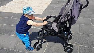 Berat Çocuk Arabasına Binmek İstemedi Arabayı Bir Sağa Bir Sola Sürüp Durdu