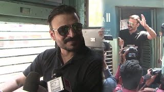Vivek Oberoi Travelling In Mumbai Local Train