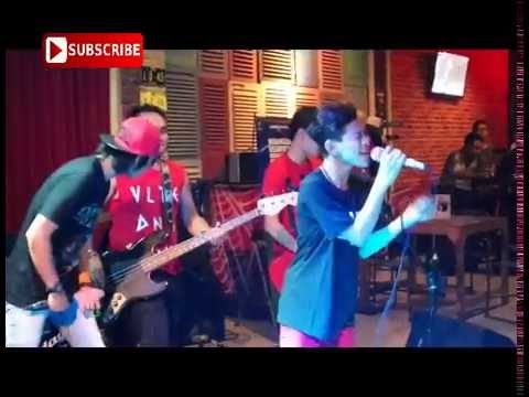 Tegar - Cover Lagu Cari Pacar lagi #live@famouz cafe