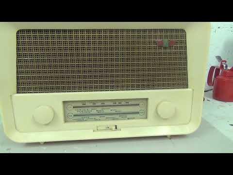 Radio Rentals valve tube Bakelite radio 1950s - dead?