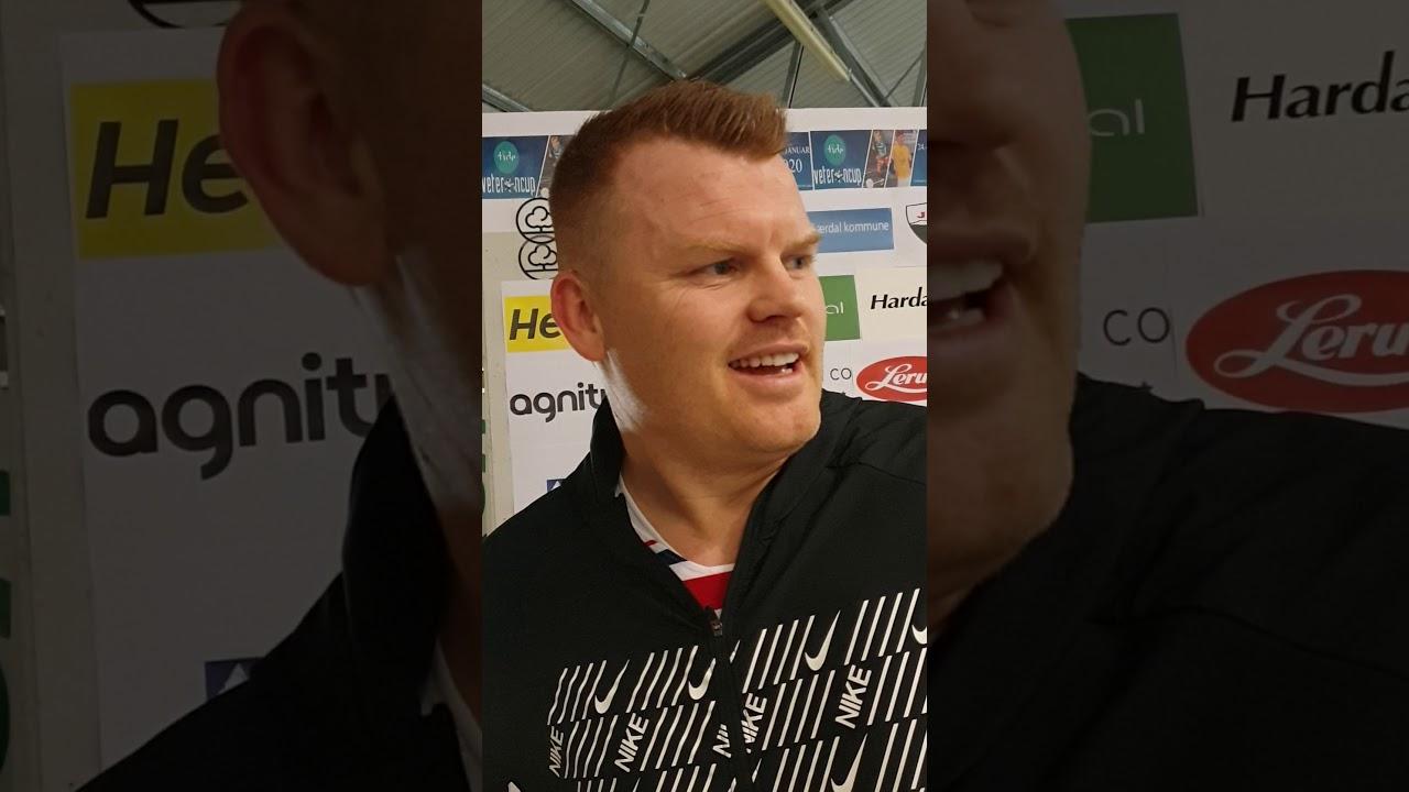 Norge spelar/Flint trenar John Arne Riise - YouTube