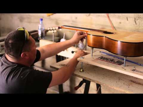 Curly Brothers Custom Instruments - Restoration of an old acoustic guitar
