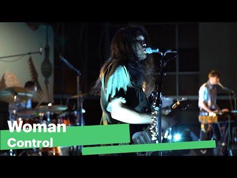 Woman - Control | AUF DER BÜHNE