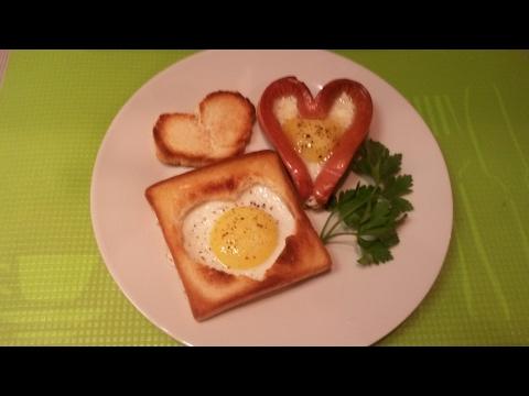 Оригинальный завтрак на день влюбленных 14 февраля из простых продуктов, яйца, хлеб и сосиска