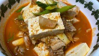 김치찌개 만들기 | 김치찌개용 돼지고기로 삼겹살을 사용…