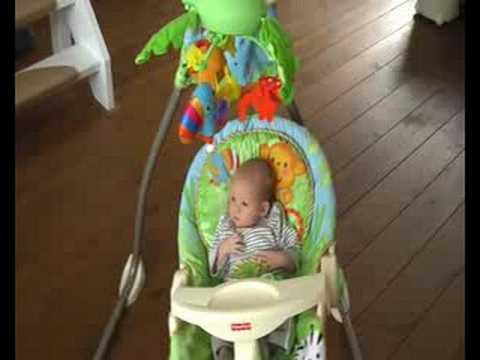 532096a065a6 Thijs eerste keer schommelstoel - YouTube