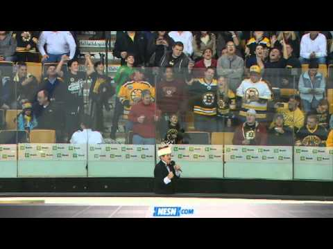 Rene Rancourt Delights TD Garden Crowd With Annual Christmas Carol Session