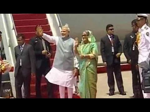 Prime Minister Narendra Modi reaches Bangladesh, PM Sheikh Hasina receives him