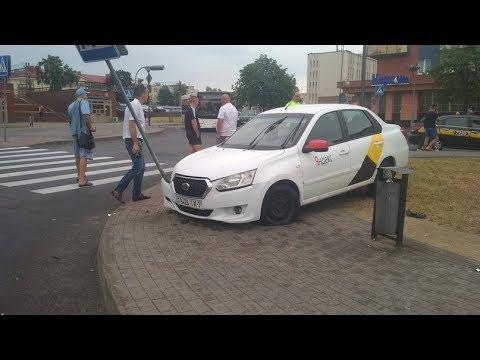 Гродно ДТП #ЖД ВОКЗАЛ-неадекватный таксист #яндекс 7 -й Регион побег+Драка часть 1