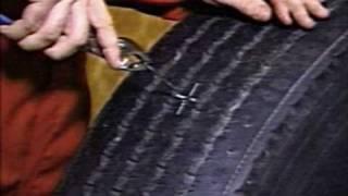 Ремонт грузовых бескамерных шин жгутами Permacure(Ремонт грузовых бескамерных шин жгутами Permacure., 2010-11-03T10:07:06.000Z)