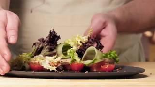 Салат с копченой форелью, приготовленной на Big Green Egg от шеф-повара Юрия Приемского