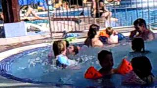 Ilan in het zwembad in Maspalomas Dunas