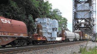 迫力の米国貨物列車(4) 機関車3重連+貨車約110両(トランス輸送・ホッパー・タンク・長物・有蓋・無蓋、、)