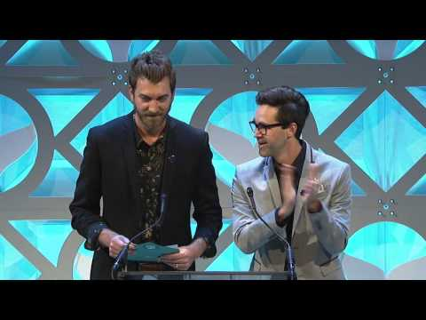 Roman Atwood accepts the Shorty Award for Best YouTube Comedian