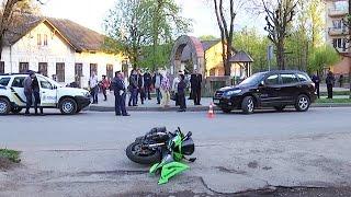 У Коломиї зіткнулися мотоцикл та позашляховик(ДТП в Коломиї. За участю мотоцикліста трапилася аварія. Пригода сталася на вулиці Січових Стрільців. Далі..., 2016-04-14T14:58:38.000Z)