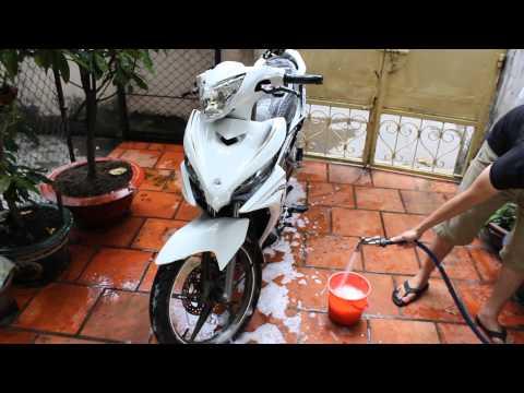 Rửa xe bằng nước rửa xe sumo