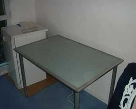 Bureau avec plateau en verre tremp ikea vika lauri youtube - Table plateau verre trempe ...