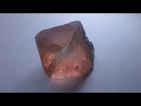 Флюорит, кристалл флюорита с Французских Альп