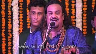 Pakistani singer Amjad Sabri sings 'Nazre Karam Ki Bheek Mile'