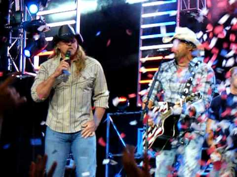Toby Keith & Trace Adkins  Angry American Scranton Pa.