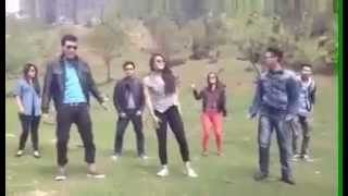 Aaj blue hain pani - Group Dance