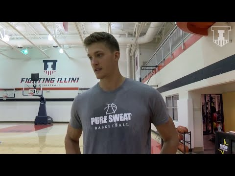 Meyers Leonard Back on Illinois Campus